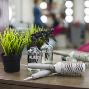 درآمد آرایشگری در خارج از کشور   شرایط و حقوق دریافتی آرایشگران در خارج از کشور