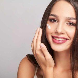 لکه های صورت چگونه به وجود می آیند و راههای درمان لکه های پوستی