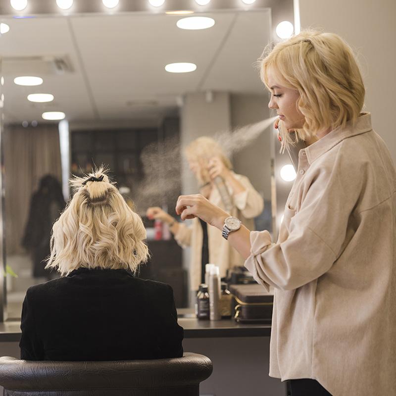 راهنمای خرید اسپری مو برای شینیونکارها