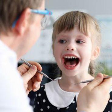 دندانپزشکی کودکان چیست؟ | اهمیت دندانپزشکی کودکان